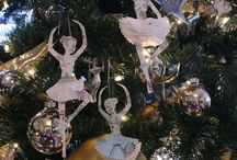 Celebrate... Christmas =D ...decorations / by Helen Ward