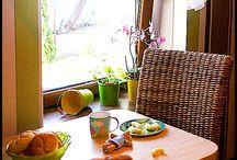 Poranki - wiosenna kuchnia / Podczas odwiedzin u przyjaciół zachwyciła nas naturalna, rodzinna kuchnia. Biła od niej świeżość, radość i pozytywna energia. Jeśli zainteresowały Was elementy aranżacji znajdziecie je na www.home-idea.pl