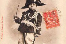 """Le Petit Pandore / une série de cartes postales qui mêle l'image éternelle du gendarme début XXe et les facéties du """"petit Pandore""""."""