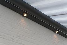 Aluminium & Glas · by Jumbo / Stijlvolle aluminium terrasoverkappingen    U hebt niet veel ruimte nodig om in de buitenlucht te ontspannen. Neem een zit op het terras in uw tuin, zak onderuit en vergeet de wereld om u heen. Heerlijk. Maar wat als de zon heet wordt of de lucht betrekt? Met een terrasoverkapping van aluminium maakt u zich daar geen zorgen over. U zit altijd droog, beschut tegen de felle zon en neerslag. Kies voor een overkapping met doek of met glas!