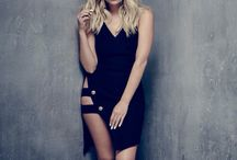 Ashley Benson ( Hanna Marin )