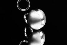 SimoneBrewsterJewellery.co.uk / Contemporary jewelry by artist Simone Brewster | Handmade jewelry | limited edition jewelry | Minimalist jewelry | Silver jewelry | Mixed media jewelry | Wooden jewelry | Artist jewelry | Designer jewelry | unique jewelry | one off jewelry | Big jewelry | art nouveau | ethnic african jewelry |Decorative objects for the body and for space