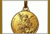 Medaglie religiose in oro giallo / Medaglie religiose in oro realizzate a conio