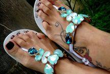 Havaianas  customizadas e looks com chinelos / vendas pelo site : www.lindarteirahavaianas.com.br visite o blog : Linda Arteiralindas Havaianas customizadas com strass da linha Preciosa Ornela, fitas, fios de seda  pedrarias, lycra TDB,.