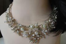Accessories & Bijoux / Koleksiyonumuz altın ve gümüş kaplama materyaller ve doğal taşlardan oluşmaktadır