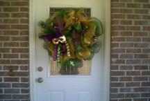 wreaths/door decor / by Amanda Cuevas