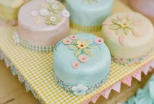 Cute Cupcakes. Girls. / Super Fashionable Birthday Party Cupcakes.