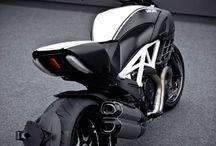 Diavel / Motor