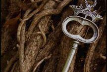 Keys - Door knockers - Keyholes - Door knobs