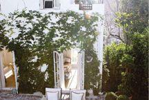 Backyards & Gardens / by Emily Pineyro
