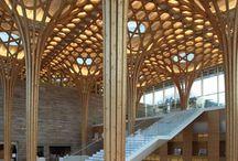 木柱、屋根構造意匠