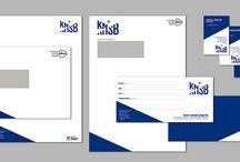KNSB / De huisstijl van de KNSB is een coproductie tussen Dizain en Studio Dunbar. Het Rotterdamse bureau heeft het logo ontwikkeld; Dizain (www.dizain.nl) de doorvertaling ervan in de stationary-set en corporate uitingen. De huisstijl is gebaseerd op de twee sterke diagonalen in het logo.