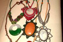 """Collares de Macramé / Macramé necklaces / Los collares que aparecen en este tablero están hechos por """"Entre Nudos. Macramé"""" Búscanos en facebook para más información.  Puedes elegir los diseños que más te gusten y hacer tus pedidos personalizados. ¡NOS VEMOS PRONTO!"""
