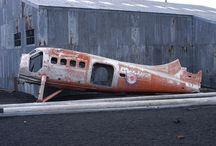 Historia abandonada en la Antártica / Arquitectura de otra época abandonada en el territorio antártico.