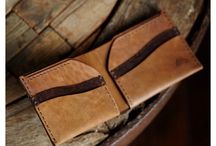 Plånbok i Läder / Handsydd läderplånbok (herr) av högsta kvalitet. Tillverkad av Ezra Arthur från Arizona, USA. Livstids garanti på sömmarna.