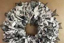 Shelf liner wreaths