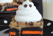 Halloween Dessert Recipes / by Courtney Dengate Kotulak