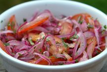 Onion and tomato curtido salad/Curtido de cebolla y tomate