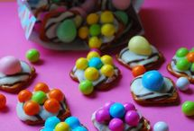 Easter treats  / Decorated pretzels