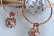 In the mood for ROSÉ / Kies voor de warme gloed van rosegouden sieraden, deze geven aan elke outfit de ultieme finishing touch