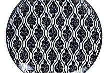 La vaisselle/ assiettes noires tokyo design porcelaine / Vaisselle en porcelaine Tokyo Design : cuillères, bols tayo, bols à nouille, bols à riz, mugs, tasses sans anses, théières. Influence japonaise