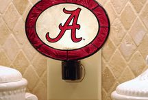 College Memorabilia / Find College Memorabilia such as Doormats, Cups, Bobble Heads, lamps, plates, dishes, and even trash cans