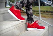 Nike Rosherun 599728 602 'Gym Red'