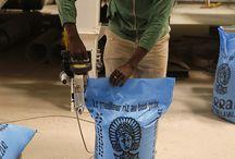 SFA - Sénégalaise des Filières Alimentaires / La SFA développe une chaîne de valeur inclusive à partir de la production et de la commercialisation de riz sous la marque Terral. Elle encourage la production de riz de qualité par des petits exploitants de la Vallée du fleuve Sénégal dans le cadre d'un partenariat de longue durée et leur donne accès à des financements et à un appui technique. La SFA contribue ainsi à l'objectif d'autonomie du Sénégal qui importe encore aujourd'hui 75% du riz consommé. ©Philippe LISSAC