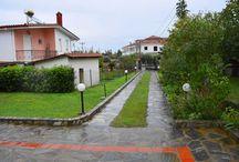 Πωλείται Μονοκατοικία στη Λεπτοκαρυά Πιερίας / Πωλείται δυόροφη μονοκατοικία πλήρως ανακαινισμένη στην Λεπτοκαρυά Πιερίας.Διαθέτει πολύ ευρύχωρους και άνετους χώρους , μεγάλα μπαλκόνια , μεγάλο κήπο με ωραίο ξύλινο κιόσκι και δύο κλείστες θέσεις πάρκινκγ.Είναι 150 τ.μ έχει θέα στον Όλυμπο και απέχει 1200 μέτρα απο την θάλασσα.Βρισκεται σε πολύ ήσυχο μέρος με πρόσβαση σε επαρχιακή οδό.  http://www.girni-realestate.com , Τηλ: +30 23510 62720 Κιν: +30 6978 553773 Fax: +30 23510 62720 Email: info@girni-realestate.com