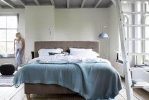 Slapen bij Jansen / Hoeveel tijd breng jij door op je slaapkamer? Gemiddeld brengen we een derde van ons leven door in de slaapkamer! Het hebben van een goed bed en een comfortabel matras is daarom essentieel. Je slaapkamer moet een plek zijn waar je tot rust kunt komen! Oriënteer (en laat je daarom goed adviseren) voordat je aankopen voor jouw slaapplek doet..    Auping - Tempur - DroomDomein - Van Dyck - Jeannette Vite - nxtday - Nolte Germersheim - Wonderland - Eastborn - Heckett Lane - Norma - Pullman