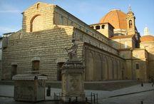 Базилика Сан-Лоренцо (Флоренция). / Базилика Святого Лаврентия (англ. Basilica di San Lorenzo) — одна из самых больших и старейших церквей Флоренции. Первая церковь появилась здесь в конце IV века, затем она была перестроена в романском стиле в XI веке, а современное здание церкви в стиле Возрождения появилось в XV веке благодаря известному архитектору Филиппо Брунеллески.