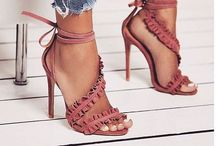 Girl love shoes