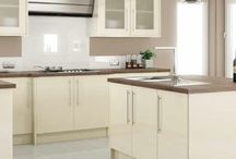 cream gloss kitchen ideas / Kitchen