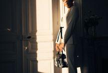 """PARISIAN CHIC / Der französische Stil zeichnet sich durch seine Extravaganz und Liebe zum Detail aus. Dabei sehen die Looks aber immer locker und """"just happened"""" aus."""