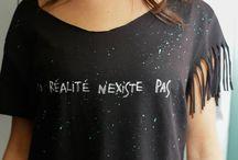 La réalité n'existe pas // Petit / Cool t-shirts for everyone