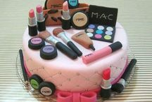 Cake / I love looking at pretty cakes