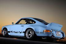 Porsche /  niemieckie przedsiębiorstwo produkujące obecnie samochody sportowe oraz luksusowe samochody osobowe, założone w 1931 roku przez Ferdinanda Porsche.