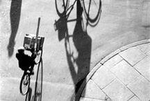 Artista: Heinrich heidersberger / Utilizando sombras y luces proyecta formas geométricas cubriendo cuerpos femeninos desnudos a modo de vestidos. Una autentica excepción en el conjunto de su obra y que hoy en día puede parecer inocente, pero que causo un gran alboroto cuando se publicaron en la revista alemana