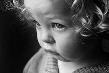 черно-белый детский портрет