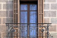 Ablakok, erkélyek