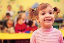 10 idei – cum pregatim copilul pentru gradinita? / Tranziția spre grădiniță este o etapă grea pentru aproape orice copil. Este prima oară când va rămâne singur. Este prima oară când va face parte dintr-un grup. Este prima oară când va trebui să împartă, să asculte, să înțeleagă că nu mai este el centrul universului pentru adulți. Venim în ajutorul vostru cu câteva idei care să-i facă această experiență mai dulce.