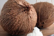 Coconut Oil Skincare Recipes / Coconut oil is SO nourishing for the skin and body. Learn how to use coconut oil for skin care with these helpful articles!