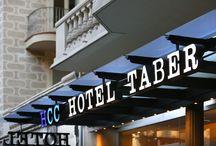 Hcc taber / Junto a la Rambla de Catalunya se encuentra el hotel HCC Taber, en un edificio modernista diseñado por uno de los arquitectos más importantes de la época, Domènech i Montaner, que realizó entre otras obras destacadas el Palau de la Música.