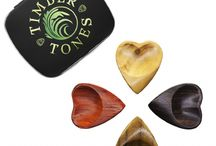 HEART TONES / Heart Tones are designed to be some of the most comfortable Guitar Picks in the world. They are for players who want a large, easy to hold Guitar Pick, they have a larger grip area which includes a double scoop for the thumb and a right hand orientated Groove for the first finger. They are hand sculpted to be smooth and extremely tactile.