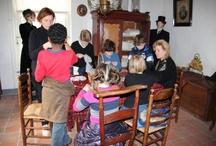 Jet en Jan / Jet en Jan is een schoolproject voor kinderen van groep 4 en 5 van de basisschool. Ze leren hoe Jet en Jan leefden 100 jaar geleden. Op de foto's staan de enthousiaste leerlingen van de Leilinde uit Reusel.
