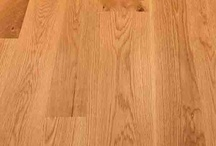 New White Oak Character Grade / ​Very hard, with a light golden brown color. A prized wood historically used for building frames, ship timbers, and of course flooring. Quarter-sawing reveals the distinctive tiger striping, or medullary rays.