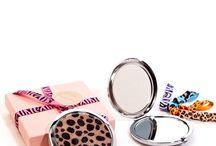 Espejos de mano para maquillaje / Espejos de mano para maquillaje. Espejo doble cara con aumento 5x/1x..  Artículos de moda y belleza, todo para la mujer.