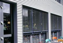 Persianas - Aluminio Exterior 80mm. / LAS PERSIANAS DE EXTERIOR ALUMINIO 80MM HUNTER DOUGLAS HAN DEMOSTRADO SER LA FORMA MÁS EFICIENTE Y FLEXIBLE DE CONTROL LUMÍNICO Y SOLAR Las Persianas de Exterior Aluminio 80mm Hunter Douglas son persianas modernas que han demostrado ser la forma más eficiente y flexible de control lumínico y solar, ya que permiten una mínima transferencia del calor, controlan la difusión de luz hacia el interior y la visibilidad, ideales para decoración de casas especialmente para salas y cuartos.