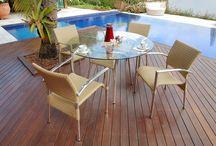 Linha Placilla / A linha Placilla é composta por conjunto de mesa redonda e cadeira.