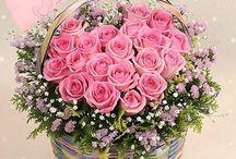 cesta de bambú coloridas com rosas